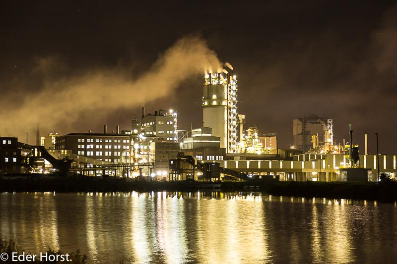 Im Linzer Industriehafen am Abend.